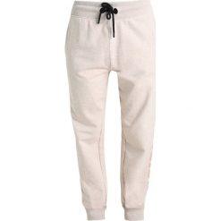 Spodnie dresowe damskie: Ivy Park LOGO JOGGER Spodnie treningowe oatmeal