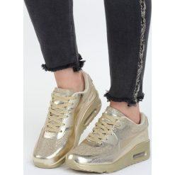 Złote Buty Sportowe Alikeness. Żółte buty sportowe damskie marki NEWFEEL, z gumy. Za 89,99 zł.