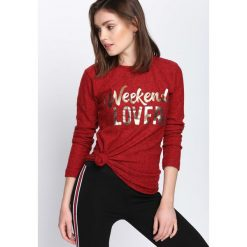 Czerwona Bluzka What More. Czerwone bluzki asymetryczne Born2be, l, z nadrukiem, z okrągłym kołnierzem, z długim rękawem. Za 34,99 zł.