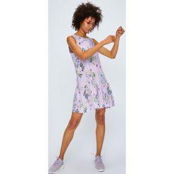 Answear - Kombinezon Violet Kiss. Szare kombinezony damskie ANSWEAR, l, z tkaniny, z okrągłym kołnierzem, na ramiączkach. W wyprzedaży za 89,90 zł.