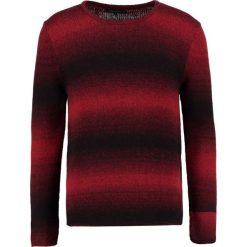 DRYKORN HEATH Sweter rot. Niebieskie swetry klasyczne męskie marki DRYKORN, m, z dekoltem karo. W wyprzedaży za 412,30 zł.