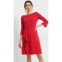 Trapezowa sukienka z falbaną. Brązowe sukienki dzianinowe marki Orsay, s. Za 99,99 zł.