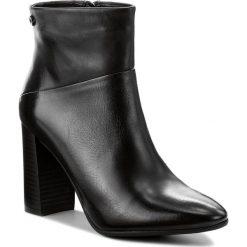 Botki CARINII - B4136 E50-000-POL-C46. Czarne buty zimowe damskie Carinii, ze skóry. W wyprzedaży za 239,00 zł.