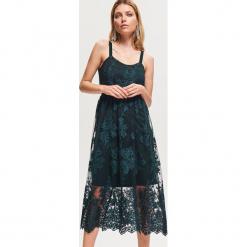 Koronkowa sukienka midi - Khaki. Brązowe sukienki koronkowe marki Reserved, midi. Za 229,99 zł.