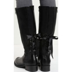 Czarne Kozaki I'm With You. Czarne buty zimowe damskie marki Born2be, na płaskiej podeszwie. Za 54,99 zł.