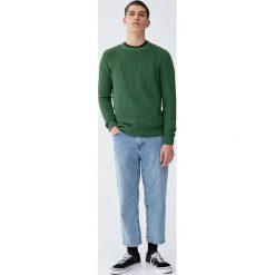 Sweter wykonany ściegiem angielskim. Zielone swetry klasyczne męskie Pull&Bear, m. Za 99,90 zł.