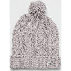 Nike Sportswear - Czapka. Szare czapki damskie Nike Sportswear, na zimę, z dzianiny. W wyprzedaży za 84,90 zł.