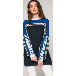 Swetry oversize damskie: Tommy Jeans – Sweter