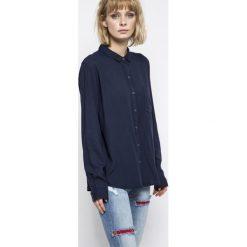 Wrangler - Koszula. Szare koszule damskie Wrangler, s, z materiału, casualowe, z klasycznym kołnierzykiem, z długim rękawem. W wyprzedaży za 139,90 zł.