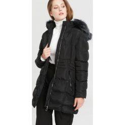 Czarna Kurtka Winter Talk. Brązowe kurtki damskie zimowe marki QUECHUA, m, z materiału. Za 229,99 zł.