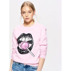 Bluzy damskie: Bluza z motywem ust – Różowy