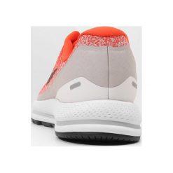 Nike Performance AIR ZOOM ULTRA REACT HC Obuwie multicourt light cream/black. Białe buty do tenisa męskie marki Nike Performance, z materiału. Za 629,00 zł.