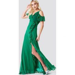 Trendyol Sukienka maxi z falbaną - Green. Brązowe długie sukienki marki Mohito, l, z kopertowym dekoltem, kopertowe. Za 283,95 zł.