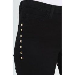 KIOMI Jeansy Slim Fit black. Niebieskie jeansy damskie marki KIOMI. W wyprzedaży za 167,20 zł.