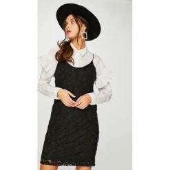 Noisy May - Sukienka Lacey. Szare sukienki koronkowe marki Noisy May, na co dzień, l, casualowe, na ramiączkach, mini, dopasowane. W wyprzedaży za 139,90 zł.