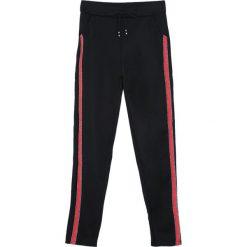 Czarno-Czerwone Spodnie Dresowe Patience. Szare spodnie dresowe damskie marki New Balance, xs, z dresówki. Za 39,99 zł.
