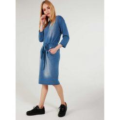 Sukienka - 141-1723 JEAN. Niebieskie sukienki hiszpanki Unisono, l, z bawełny, ołówkowe. Za 159,00 zł.