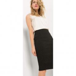 Ołówkowa spódnica w groszki. Czarne spódniczki ołówkowe Orsay, w grochy, z elastanu, midi. Za 89,99 zł.