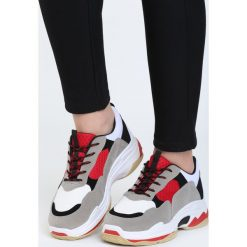 Biało-Czerwone Buty Sportowe Discord. Czerwone buty sportowe damskie marki KALENJI, z gumy. Za 99,99 zł.