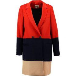 Twist & Tango FRIDA Krótki płaszcz block color. Czerwone płaszcze damskie wełniane marki Twist & Tango. W wyprzedaży za 758,45 zł.