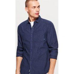 Koszula o regularnym kroju - Granatowy. Niebieskie koszule męskie marki Cropp, l. Za 89,99 zł.