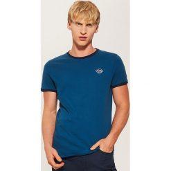 T-shirt z kontrastowym obszyciem - Khaki. Czarne t-shirty męskie marki House, l, z nadrukiem. Za 35,99 zł.