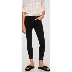 Mango - Jeansy Isa. Czarne jeansy damskie Mango, z bawełny. W wyprzedaży za 90,93 zł.