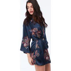 Etam - Szlafrok Celeste. Czarne szlafroki kimona damskie Etam, l, z materiału. W wyprzedaży za 129,90 zł.
