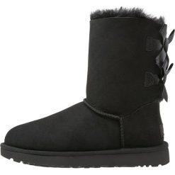 UGG BAILEY BOW Botki black. Czarne buty zimowe damskie Ugg, z materiału. Za 989,00 zł.