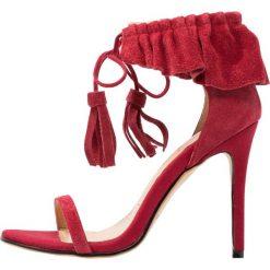 Sandały damskie: Lavish Alice RUFFLE STILETTO Sandały na obcasie red