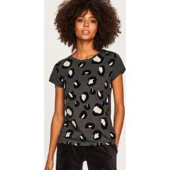 T-shirt w zwierzęcy wzór - Szary. Białe t-shirty damskie marki Sinsay, l. Za 39,99 zł.