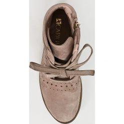 Carinii - Botki. Szare buty zimowe damskie Carinii, z materiału, z okrągłym noskiem, na obcasie, na sznurówki. W wyprzedaży za 339,90 zł.