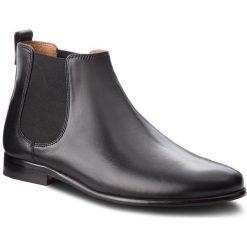 Sztyblety CLARKS - Form Chelsea 261354667 Black Leather. Czarne sztyblety męskie Clarks, ze skóry. Za 629,00 zł.