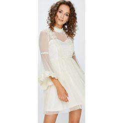 Answear - Sukienka. Białe sukienki balowe marki bonprix, z koronki, moda ciążowa. W wyprzedaży za 179,90 zł.