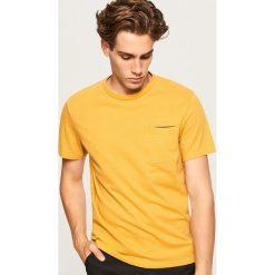 T-shirt ze strukturalnej bawełny - Żółty. Żółte t-shirty męskie Reserved, l, z bawełny. Za 49,99 zł.