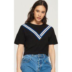 T-shirt z ozdobnymi taśmami - Czarny. Czarne t-shirty damskie Sinsay, l. W wyprzedaży za 19,99 zł.
