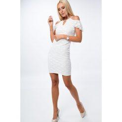 Kremowa koronkowa sukienka z falbaną 6180. Białe sukienki Fasardi, l, z koronki. Za 69,00 zł.