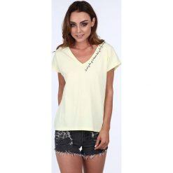 T-shirt z delikatnym napisem jasnożółty 20848. Żółte t-shirty damskie Fasardi, l, z napisami. Za 39,00 zł.