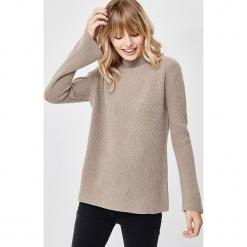 Kaszmirowy sweter w kolorze jasnobrązowym. Brązowe swetry klasyczne damskie marki Manode, s, z kaszmiru, ze stójką. W wyprzedaży za 434,95 zł.