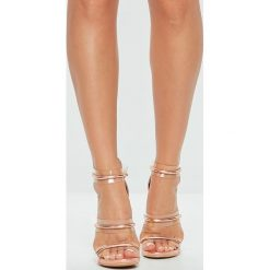 Missguided - Sandały. Różowe sandały damskie marki Missguided, z materiału, na obcasie. W wyprzedaży za 119,90 zł.