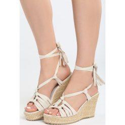 Beżowe Sandały Tangelo. Brązowe sandały damskie marki Born2be, z materiału, na koturnie. Za 99,99 zł.