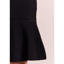 Emporio Armani Spódnica ołówkowa  black. Czarne spódniczki ołówkowe marki Emporio Armani, z elastanu. W wyprzedaży za 911,20 zł.