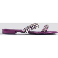 NA-KD Shoes Sandały ze zdobieniami - Purple. Czerwone sandały damskie marki Reserved, na niskim obcasie. W wyprzedaży za 48,59 zł.