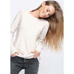 Jasnobeżowy Sweter Wait For Love. Szare swetry klasyczne damskie Born2be, l, ze splotem, z okrągłym kołnierzem. Za 49,99 zł.