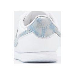 Nike Sportswear CORTEZ BASIC Tenisówki i Trampki white/royal tint. Białe trampki dziewczęce Nike Sportswear, z materiału. Za 189,00 zł.
