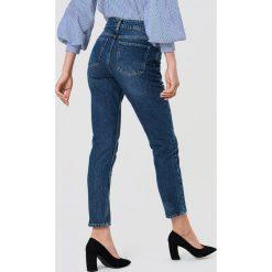 Spodnie z wysokim stanem: NA-KD Jeansy z klasycznym wykończeniem - Blue