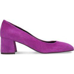 Czółenka HIROMI. Fioletowe buty ślubne damskie marki Gino Rossi, w geometryczne wzory, ze skóry, na słupku. Za 179,90 zł.
