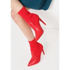 Czerwone Botki Play Hard. Czerwone botki damskie na obcasie vices, na jesień, z materiału, z otwartym noskiem, na wysokim obcasie. Za 129,99 zł.