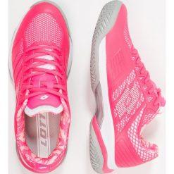 Lotto VIPER ULTRA Obuwie do tenisa Outdoor pink/white. Czerwone buty do tenisu damskie Lotto, z materiału. W wyprzedaży za 341,10 zł.