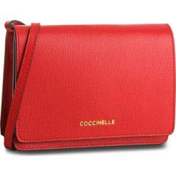 Torebka COCCINELLE - CV3 Mini Bag E5 CV3 55 D6 05 Coquelicot R09. Czerwone listonoszki damskie Coccinelle, ze skóry. W wyprzedaży za 589,00 zł.